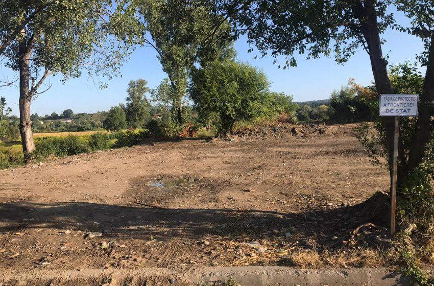 Lucrări ilegale de terasamente au distrus un dig de pe malul stâng al râului Tisa din Sighetu Marmației